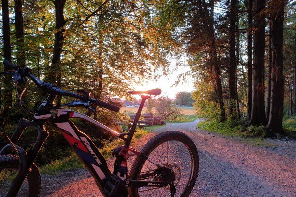 Sonnenuntergang-Bike-Ebike-Fantic-Biketour